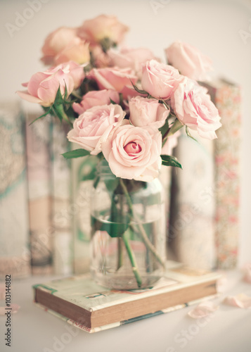 Foto-Lamellen (Lamellen ohne Schiene) - Roses in a crystal vase and books with vintage dust jackets (von Andreka Photography)