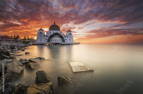 Fotografía  Melaka Strait Mosque (Masjid Selat), Malacca, Malaysia during sunrise
