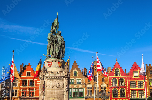 Poster Brugge BRUGGE, BELGIUM - JANUARY 17, 2016: Statue of Jan Breydel and Pieter De Coninck, heroes of the battle of the spurs, 1302, Bruges, Unesco world inheritance. January 17, 2016 in Brugge - Belgium.