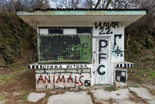Abandoned Kiosk Spotted With Graffiti