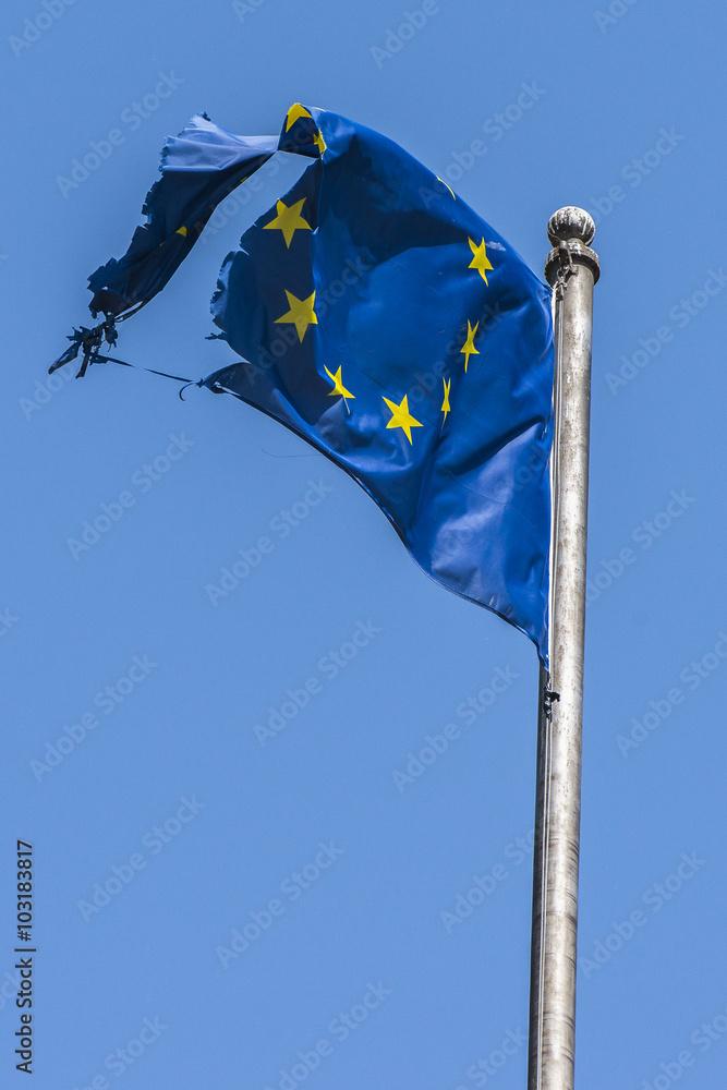 EU auf Prüfstand - zerrissene_EU-Flagge Poster | Sold at Europosters