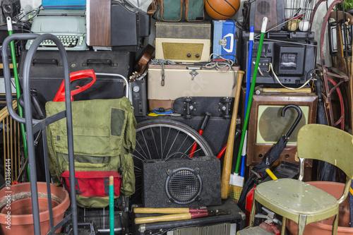 Fotografía Pila de artículos usados de la vendimia lío de área de almacenamiento