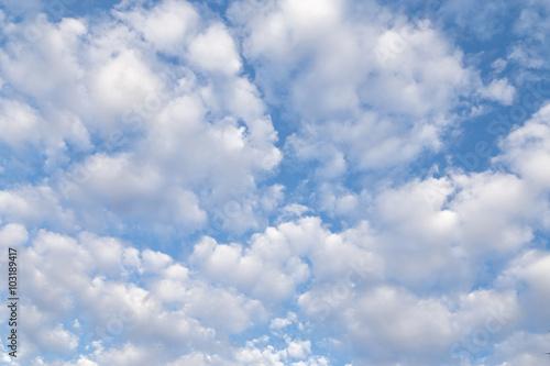 zachmurzone-niebo