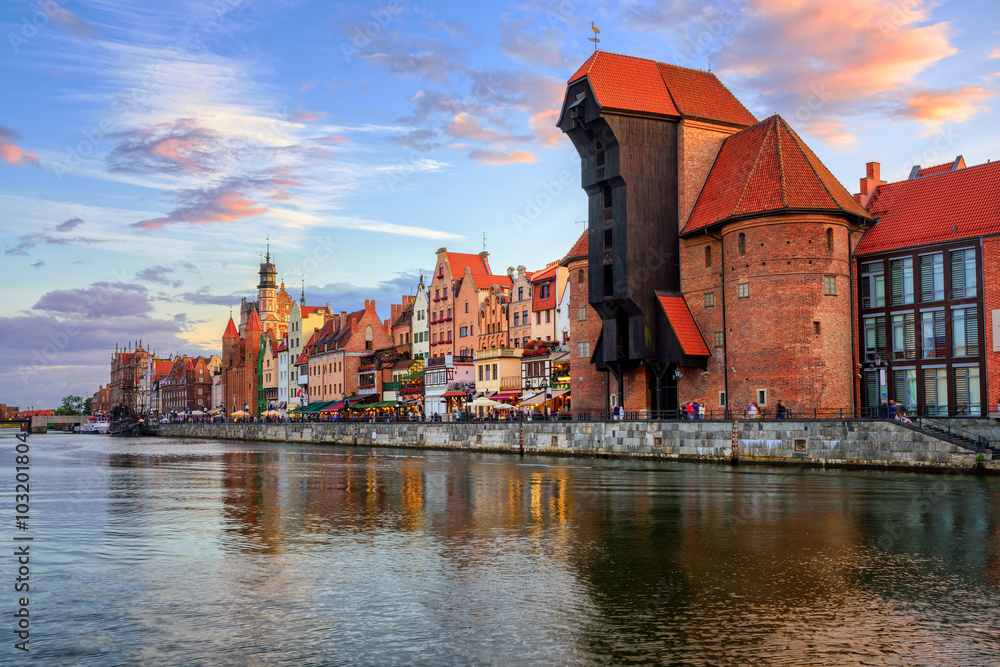 Fototapety, obrazy: The Crane and gothic old town on sunset, Gdansk, Poland