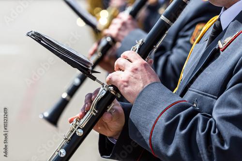 musicians in the military orchestra playing on clarinet Tapéta, Fotótapéta