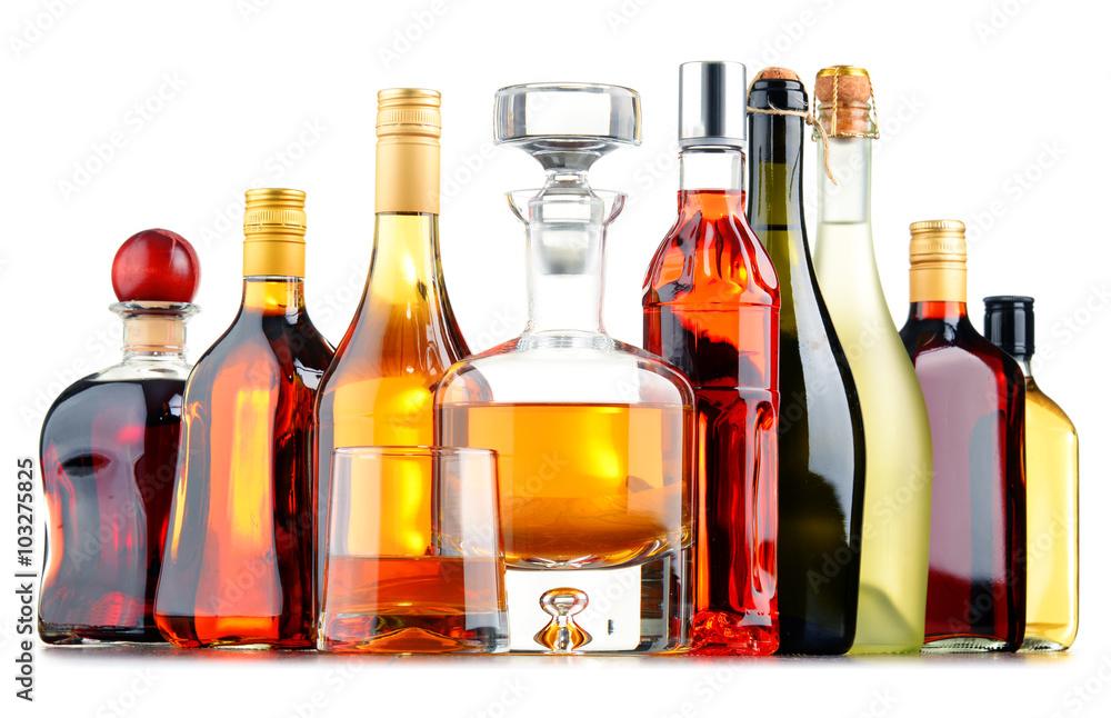 Fotografía Bottles of assorted alcoholic beverages