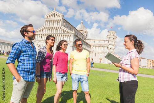Fotografia  Group of tourists in Pisa, Italy