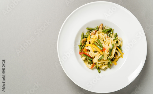 Poster Plat cuisine pasta with vegetables