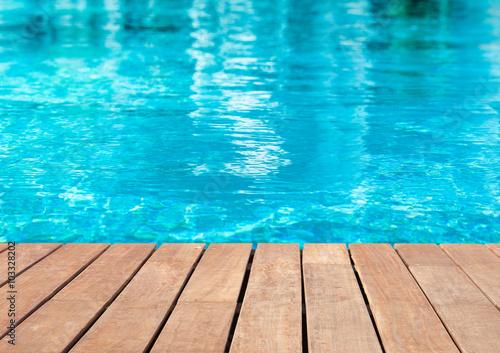 Vászonkép plage de piscine bleue