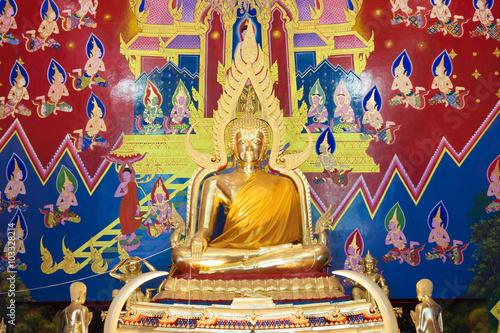 Tuinposter Boeddha Golden buddha in temple