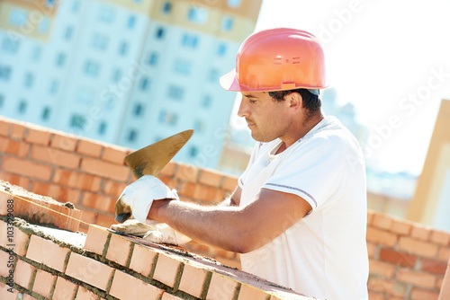 Fotografía construction worker bricklayer