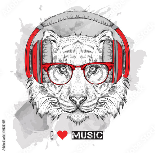 Poster Croquis dessinés à la main des animaux The image of the tiger in the glasses and headphones. Vector illustration.