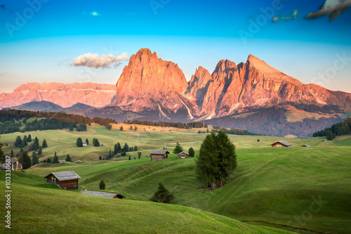 Foto  Seiser Alm with Langkofel Group in last sunlight, South Tyrol, I