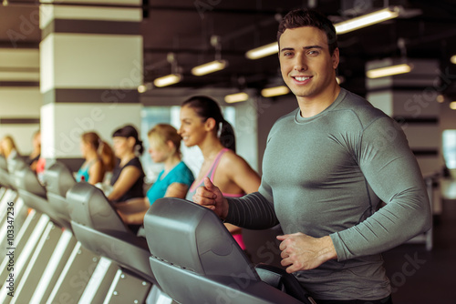 Poster Fitness People in gym