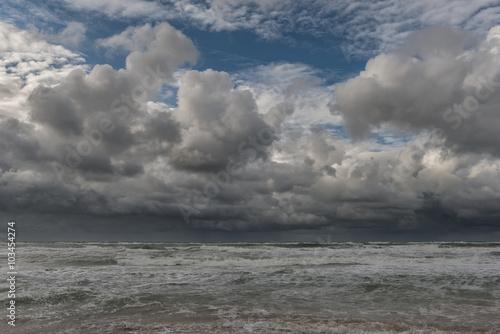 morze-polnocne-chmury-burzowe