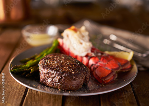 Photo  filet mignon steak with lobster tail surf and turf meal