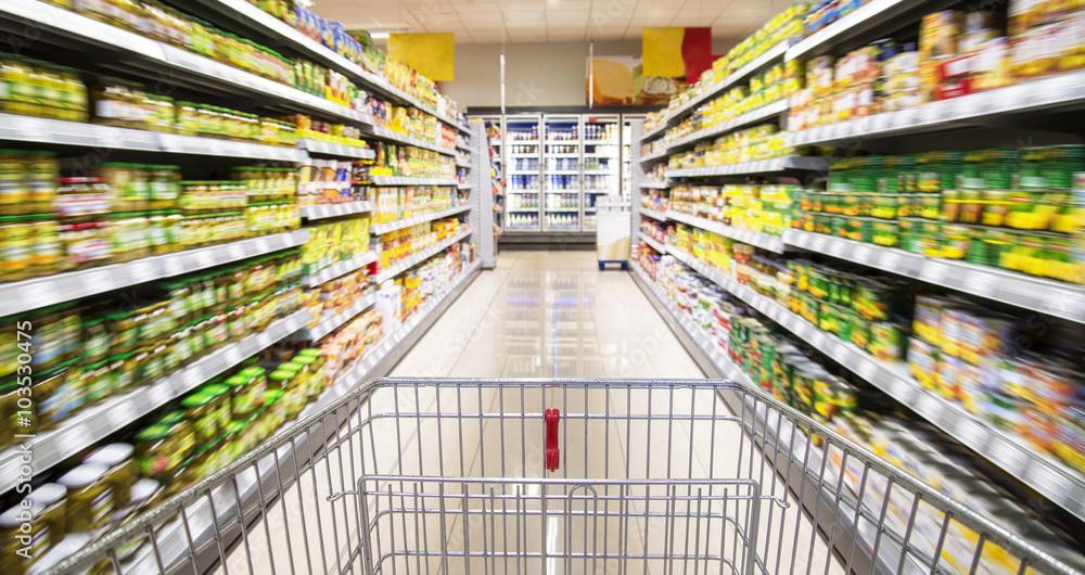 Fototapeta Einkaufswagen im Supermarkt