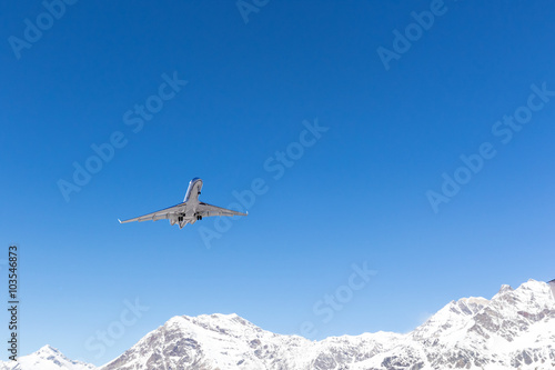Fotografie, Obraz  jet in decollo da aereoporto alpino