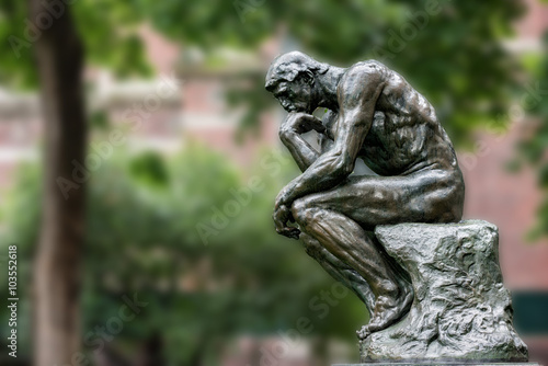 Obraz Thinker copper statue at university philosophy building - fototapety do salonu