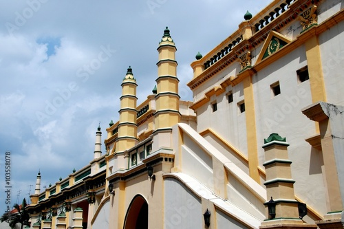 Fotografija  Singapore - December 18, 2007:  Exterior wall, stairway, and twin minarets at th