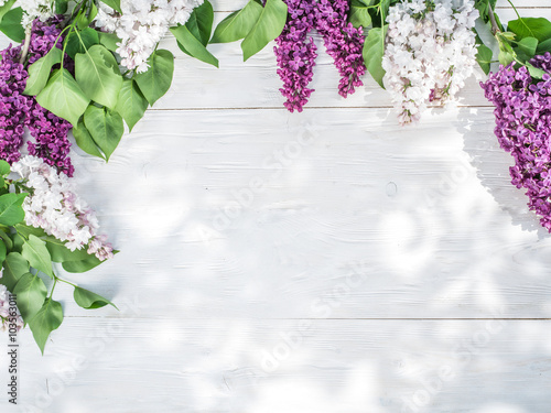 Foto op Canvas Lilac Blooming lilac flowers on the old wooden table.