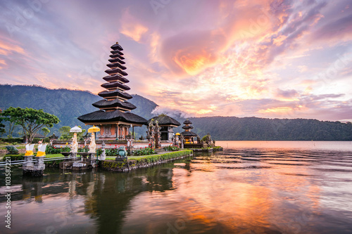 Foto auf AluDibond Indonesien Pura Ulun Danu Bratan, Famous Hindu temple and tourist attraction in Bali, Indonesia