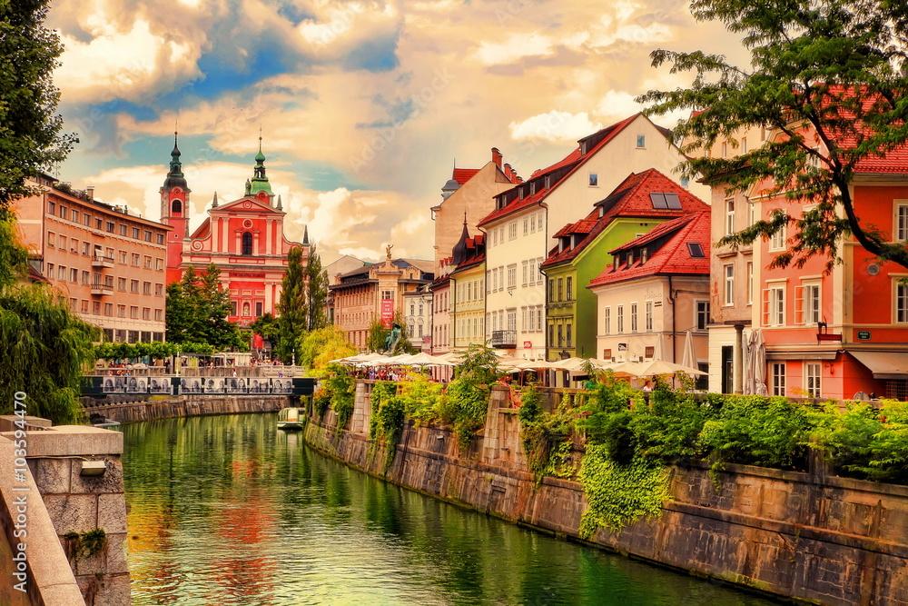 Fototapety, obrazy: Lovely view of embankment in Ljubljana