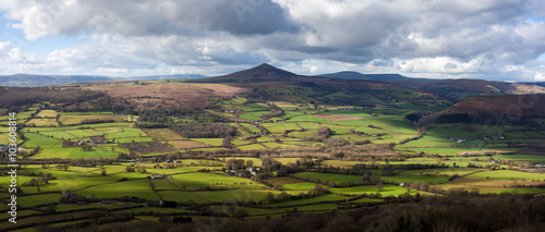 Cuadros en Lienzo The Sugarloaf, a mountain situated north west of Abergavenny in Monmouthshire, W