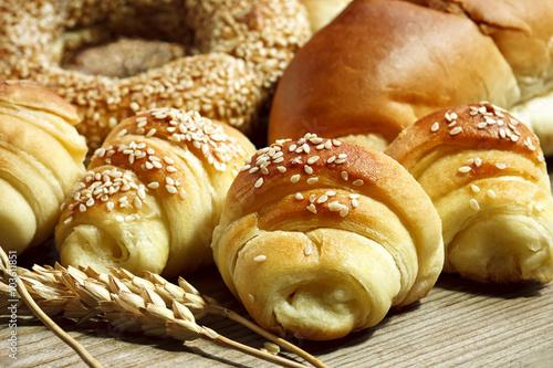Deurstickers Bakkerij fresh croissants on a wooden board