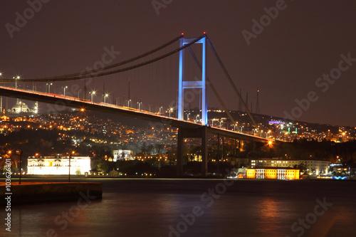 Foto op Plexiglas Panoramafoto s ISTANBUL, TURKEY - february 2016: Evening view of the Bosphorus Bridge. The coast of the Bosphorus. Fatih Sultan Mehmet Bridge - Stock Image