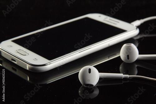 Obraz Telefon i słuchawki - fototapety do salonu