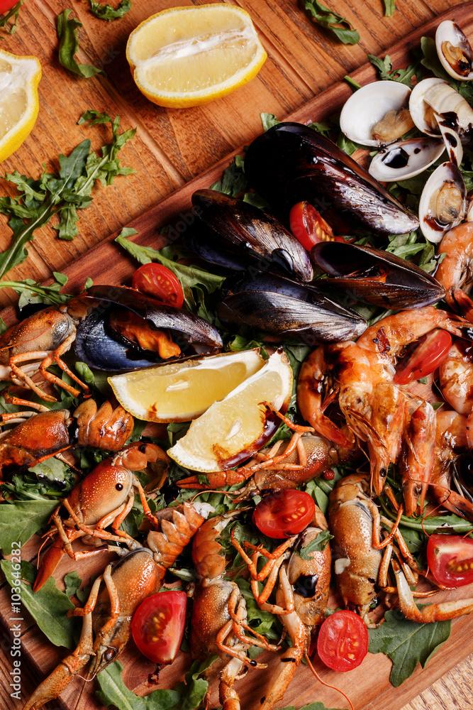 Photo  Fresh mussels, crayfish, shrimp. Seafood platter