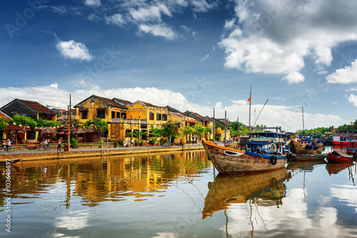Photo  Wooden boats on the Thu Bon River in Hoi An, Vietnam