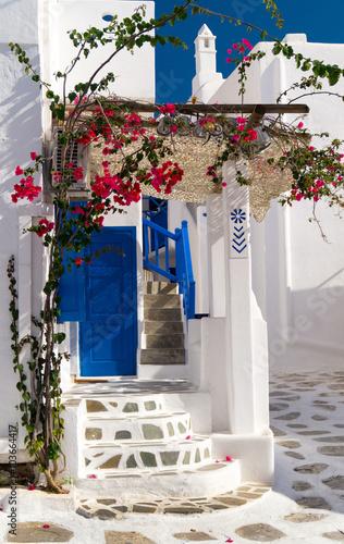 tradycyjna-architektura-miejscowosci-oia-na-wyspie-santorini-gre