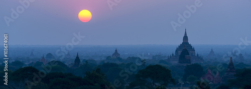 Canvas Print Pagoda under a warm sunset in the plain of Bagan, Myanmar (Burma)