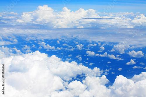 chmury-i-blekitne-niebo