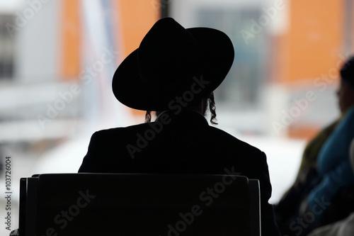 Fototapeta silhouette of young hasidic jew in an airport obraz