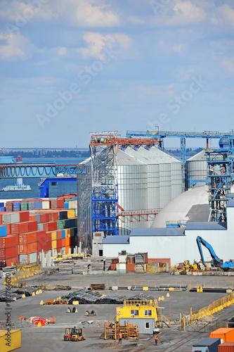 Foto op Plexiglas Cargo container, pipe and grain drayer in port