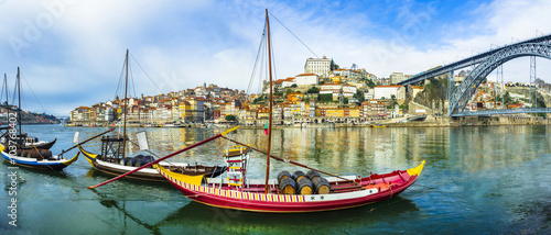 Valokuvatapetti panorama of beautiful Porto with traditional boats. Portugal