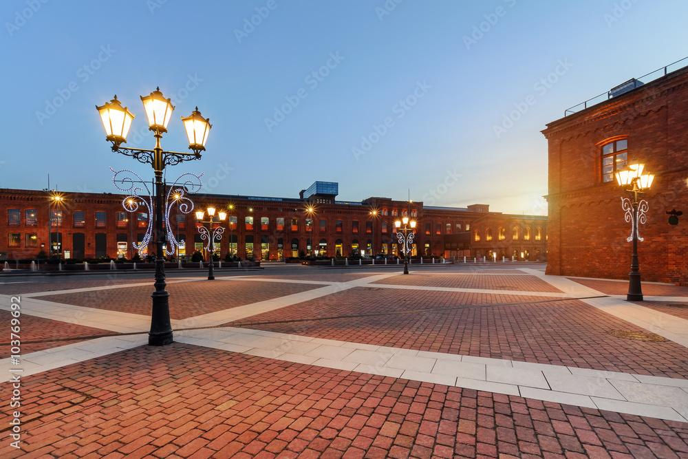 Fototapety, obrazy: Centrum handlowe w Łodzi o zachódzie słońca