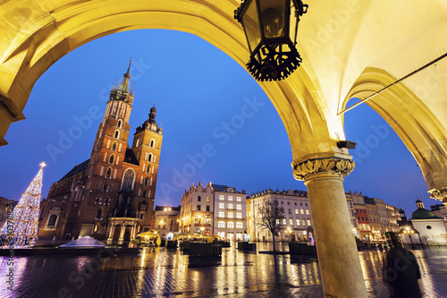 Deurstickers Krakau Krakow Main Square at night