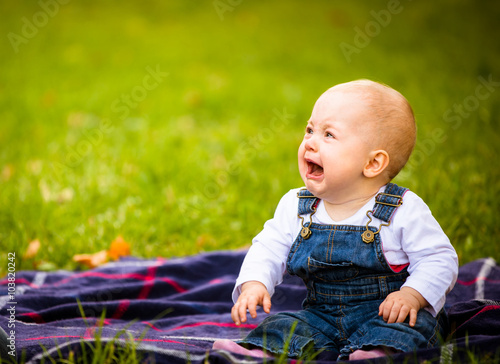 obraz dibond Emotions - baby crying