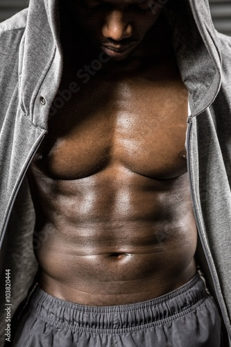Fotografía  Standing shirtless man with grey jumper