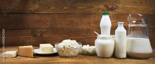 Montage in der Fensternische Milchprodukt Dairy products