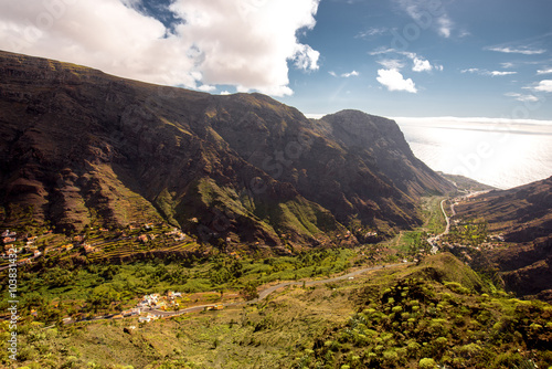 Photo  Landscape view on the valley near Valle Gran Rey city on La Gomera island in Spa