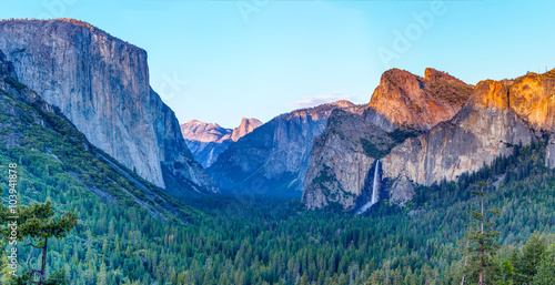 Photo  Sunset at a tunnel view at yosemite national park