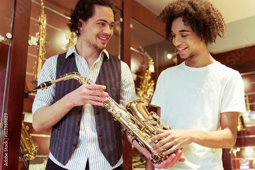 Foto op Plexiglas Muziekwinkel People in musical shop