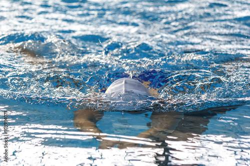 Photo  Natación en piscina de invierno