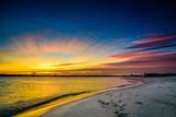 Fototapeta Fototapety z morzem do Twojej sypialni - Wschód słońca nad morzem piękne niebo