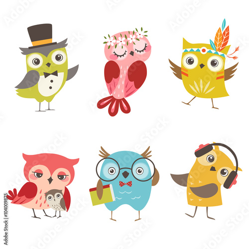Foto op Aluminium Uilen cartoon Set of cute owls isolated on white background